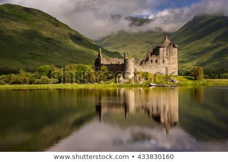 Starożytnych zamek Szkocji wody zimą niebo Zdjęcia stock © Vividrange