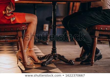 Женские ножки под столом фото 26204 фотография
