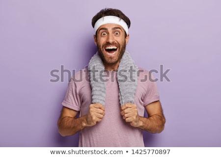 肖像 · 笑みを浮かべて · フィット · 若い男 · タオル · 立って - ストックフォト © wavebreak_media