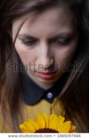 töprengő · divat · modell · pózol · másfelé · néz · oldalnézet - stock fotó © deandrobot