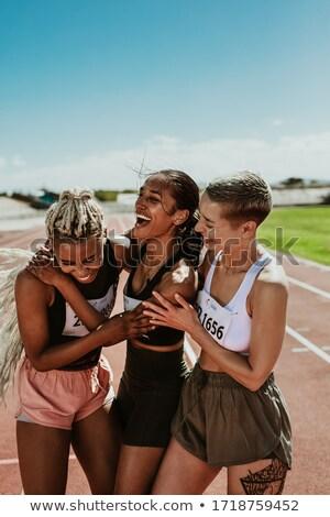女性 · 若い女の子 · 屋外 · 笑顔の女性 · 笑みを浮かべて - ストックフォト © is2