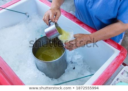 Frau trinken Zuckerrohr Saft asian Markt Stock foto © galitskaya