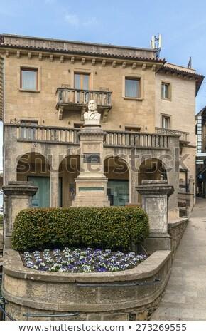 statue · Saint-Marin · ville · centre · fleurs · maison - photo stock © borisb17