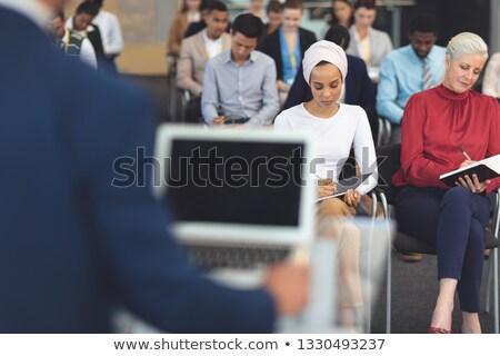 kobiet · stałego · obcy · koledzy · mowy · kobieta - zdjęcia stock © wavebreak_media