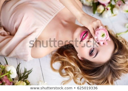sorrindo · flor · cabelo · ao · ar · livre · prado · sensual - foto stock © pekour