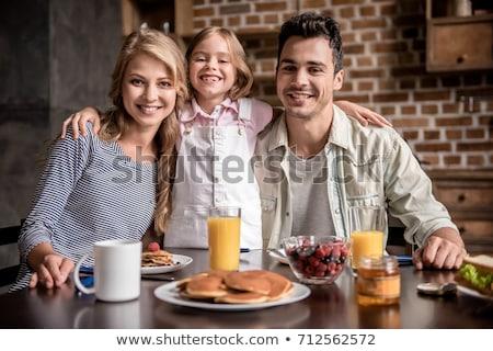blijde · familie · eten · ontbijt · keuken · home - stockfoto © photography33
