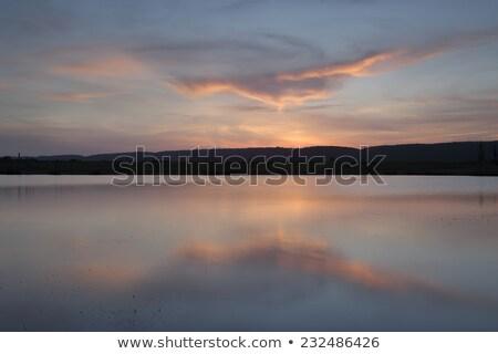 pôr · do · sol · lago · macio · laranjas · água · blues - foto stock © lovleah