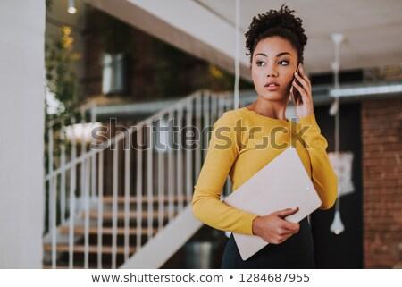 afro · americano · mujer · hablar · teléfono · oficina - foto stock © deandrobot