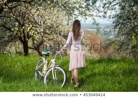 ver · de · volta · mulher · longo · cabelos · cacheados · apresentar - foto stock © artfotodima