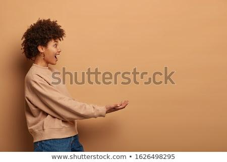 Mantener invisible objeto blanco adolescente Foto stock © wavebreak_media