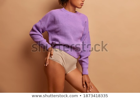 Sottile ragazza posa open ombelico Foto d'archivio © julenochek
