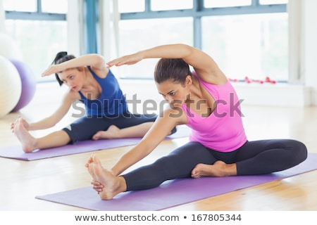 Due donne pilates palestra donna femminile Foto d'archivio © IS2