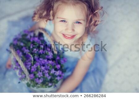 petite · fille · fleur · blanche · visage · mère - photo stock © konradbak