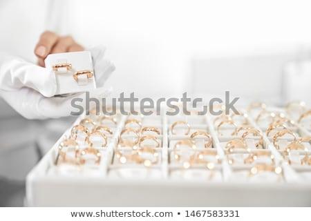 Zakupy kobiet biżuteria sklepu konsultant wektora Zdjęcia stock © robuart