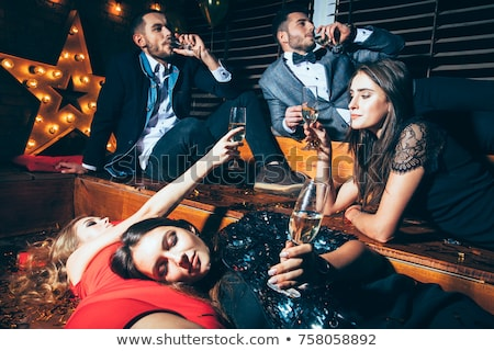 jeune · homme · gueule · de · bois · fête · maison · téléphone · vin - photo stock © elnur