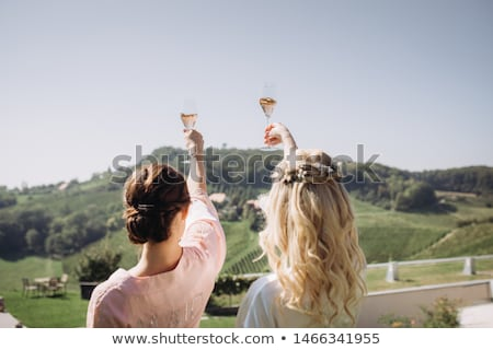 bruid · bruidegom · drinken · champagne · bruiloft · bloemen - stockfoto © monkey_business