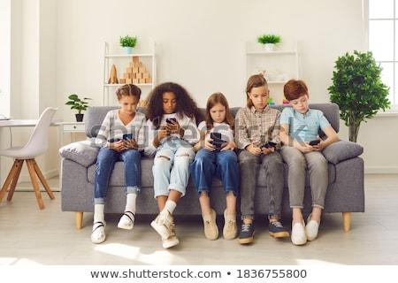 barátok · küldés · szöveges · üzenet · kávéház · nő · telefon - stock fotó © is2