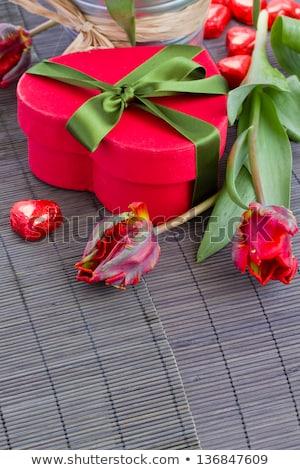 Stockfoto: Rood · tulp · bloemen · hart · geschenkdoos · boeket