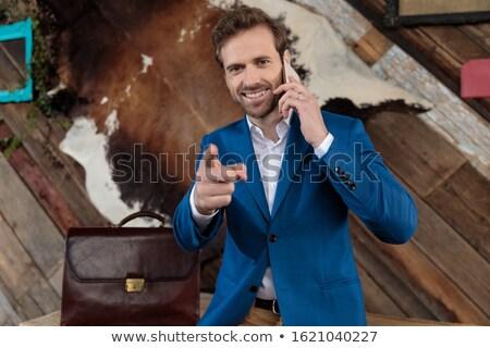 Sonriendo jóvenes empresario sesión maletín Foto stock © feedough