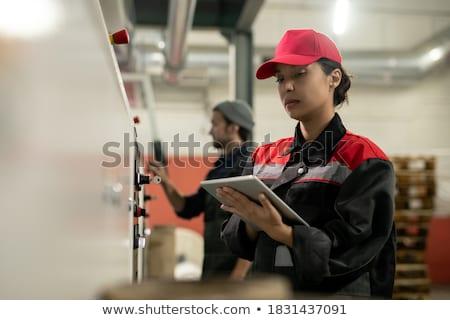 Güzel genç profesyonel touchpad ayakta depo Stok fotoğraf © pressmaster