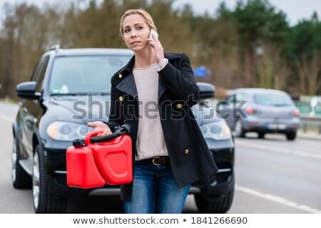 Vrouw auto lege gas tank roepen Stockfoto © Kzenon
