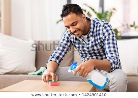 Indian uomo pulizia tavola detergente home Foto d'archivio © dolgachov