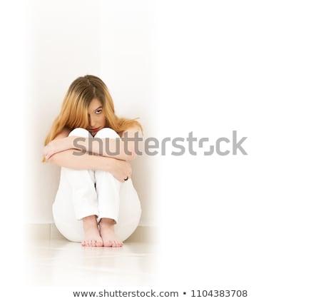 Femme blonde séance coin regarder peur jeune femme Photo stock © Pasiphae