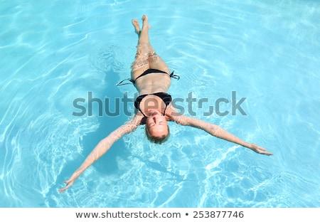 Gyönyörű kaukázusi hölgy lebeg úszómedence nő Stock fotó © kasto