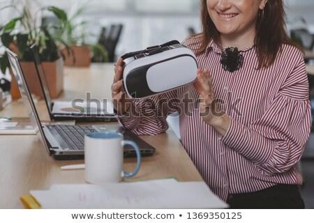 Obraz szczęśliwy kobieta faktyczny rzeczywistość Zdjęcia stock © deandrobot