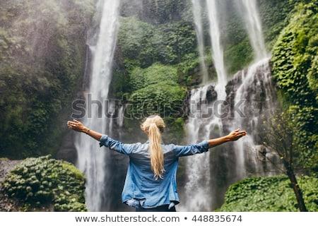 Blond kobieta relaks Rainforest młoda kobieta drzewo Zdjęcia stock © konradbak