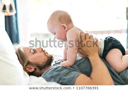 Foto d'archivio: Padre · adorabile · baby · letto · famiglia