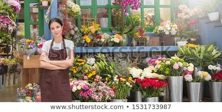 Jeune femme travail fleuriste occupés qualifiés Photo stock © diego_cervo