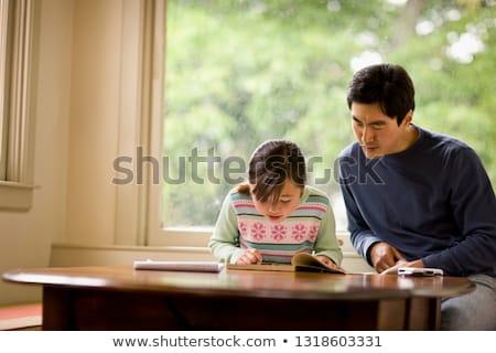 padre · aiutare · figlia · compiti · per · casa · ragazza - foto d'archivio © wavebreak_media