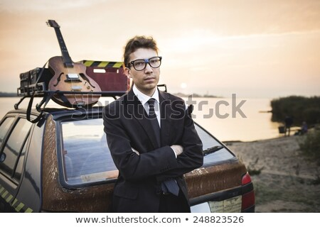 Müzisyen eski ucuz araba gitar paslı Stok fotoğraf © Kor