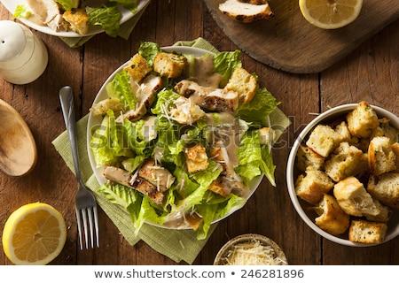 saludable · pollo · a · la · parrilla · ensalada · cesar · queso · mesa · de · madera · hoja - foto stock © vlad_star