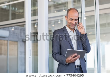 бизнесмен цифровой таблетка молодые сидят Сток-фото © filipw