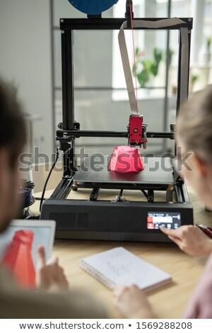 Roze 3D object afgedrukt jonge vrouw aanraken Stockfoto © pressmaster