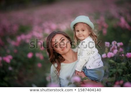 Moeder dochter samen wild rozen Stockfoto © ElenaBatkova