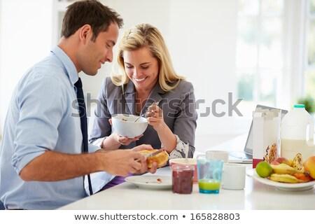 человека · телефон · завтрак · газета · чтение · говорить - Сток-фото © photography33