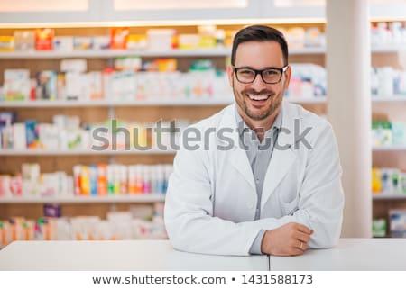 Gyógyszerész férfi gyógyszer pult gyógyszertár ellenkező Stock fotó © vectorikart