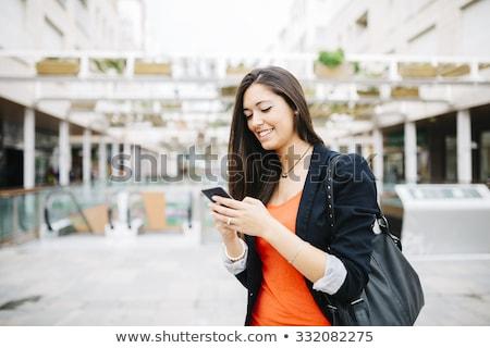 retrato · zangado · feminino · olhando · celular · isolado - foto stock © deandrobot