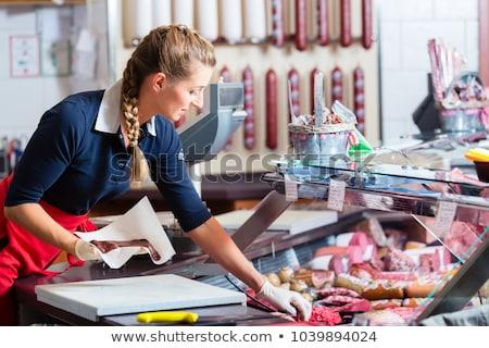 mujer · salchichas · carne · carnicero · tienda · pantalla - foto stock © kzenon