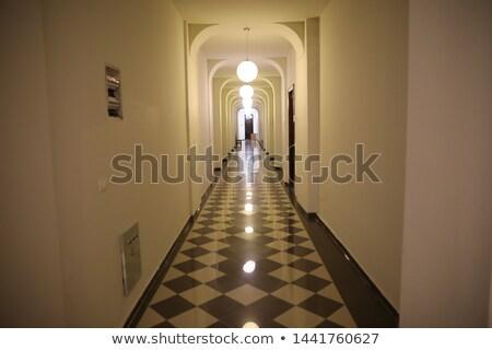 Wnętrza nowoczesny budynek długo korytarz wiszący nowoczesne Zdjęcia stock © pressmaster