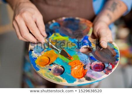 Stok fotoğraf: El · ressam · paletine · küçük · enstrüman · boyama