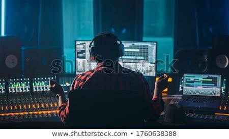 şarkıcı sanatçı ses mühendis çalışma stüdyo Stok fotoğraf © Kzenon