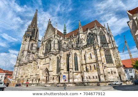 Vue cathédrale faible rue ville construction Photo stock © Spectral