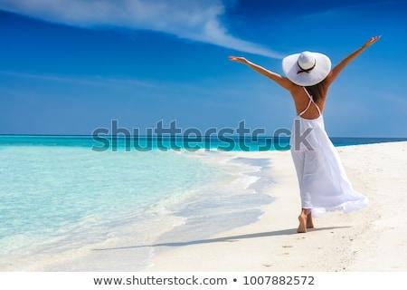 nő · fehér · ruha · sétál · tengerpart · lábak · kék - stock fotó © ruzanna