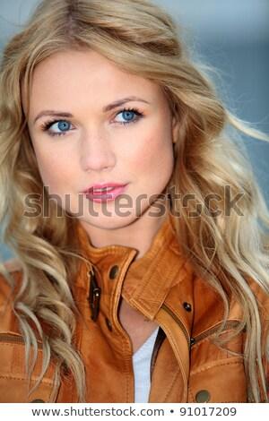 Hosszú haj csábító nő néz kamera közelkép Stock fotó © dash