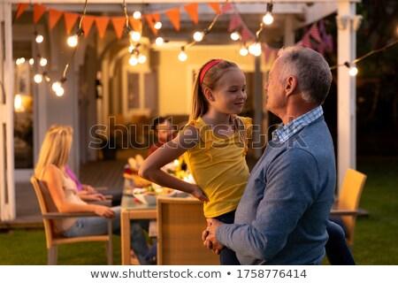 glimlachend · familie · eettafel · moeder · permanente · portret - stockfoto © wavebreak_media