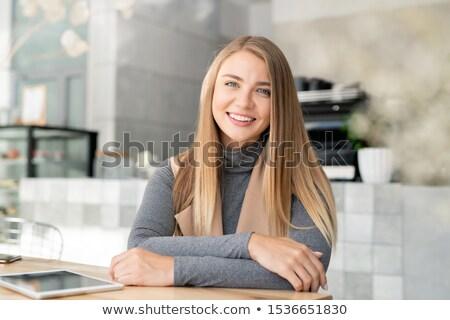 Mutlu genç sarışın akıllı rahatlatıcı kafe Stok fotoğraf © pressmaster